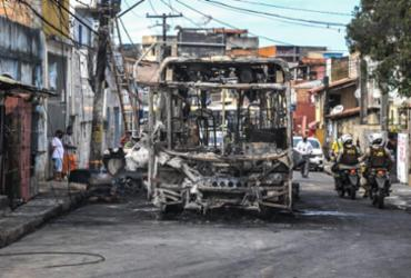 Ônibus é incendiado no IAPI |