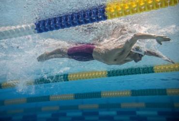Léo de Deus faz segundo melhor tempo e avança à final dos 200m borboleta | Wander Roberto | COB