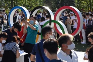 Centenas de pessoas se reúnem em Tóquio para sentir o clima olímpico | AFP