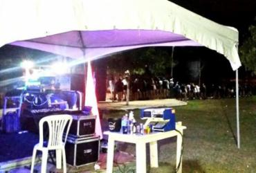 """Polícia encerra """"Brega Fest"""" com 250 pessoas em Vitória da Conquista"""