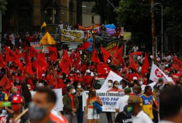 Protesto contra Bolsonaro em Salvador reúne trabalhadores, sindicatos, partidos e estudantes | Rafael Martins | Agência A Tarde