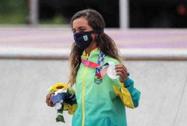 'Fadinha' Rayssa Leal conquista a prata no skate street feminino | Wander Roberto | COB