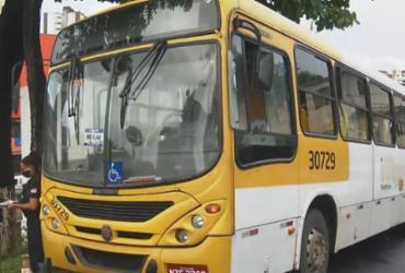 Homens armados assaltam passageiros e disparam contra ônibus em Salvador | Reprodução