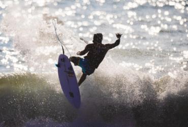Ítalo Ferreira dá show, crava a maior nota do surfe e vai às semifinais | Miriam Jenske | COB