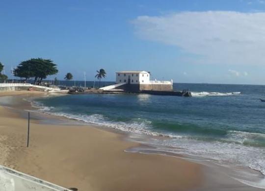 Adolescentes são apreendidos no mar após cometerem assalto na Barra | Divulgação