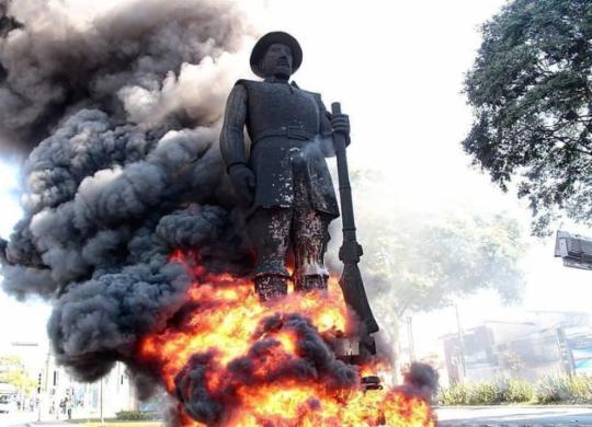 Suspeito de participação em incêndio da estátua de Borba Gato é preso em São Paulo   Reprodução / Twitter