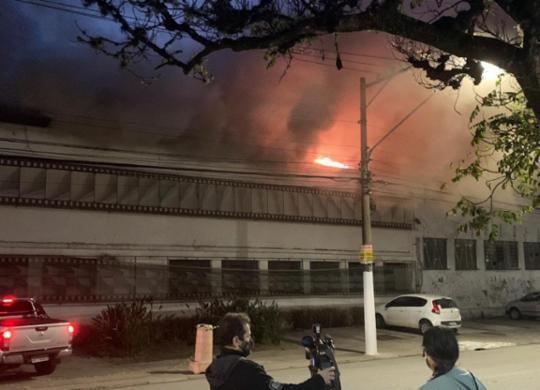 Incêndio atinge galpão da Cinemateca Brasileira em São Paulo; bombeiros estão no local | Reprodução/ Twitter