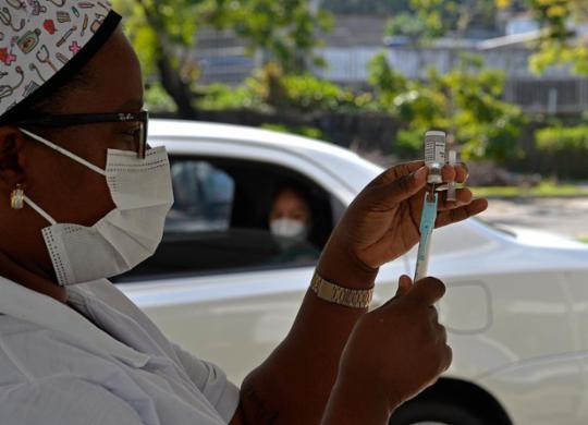 Salvador realiza mutirão da 2ª dose da vacina contra Covid-19 neste sábado | Shirley Stolze | Ag. A TARDE
