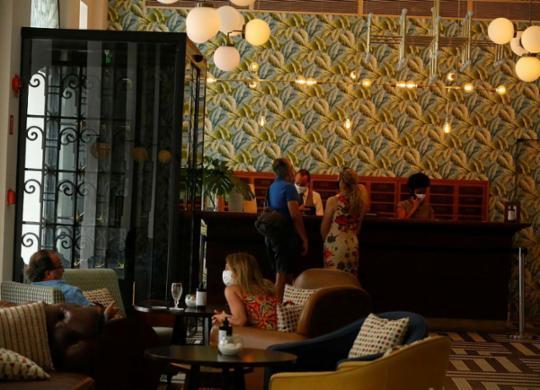 Hotéis de luxo apostam em serviços e tarifas especiais na retomada possível do turismo | Rafael Martins | Ag. A TARDE