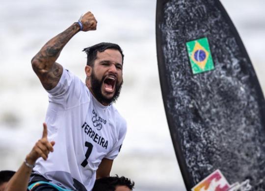 Ítalo Ferreira conquista o primeiro ouro da história do surfe olímpico | Jonne Roriz | COB