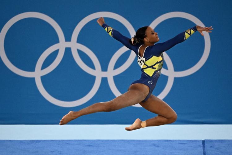 Favorita ao pódio, a brasileira Rebeca Andrade disputa a final do salto | Foto: Lionel Bonaventure | AFP - Foto: Lionel Bonaventure | AFP