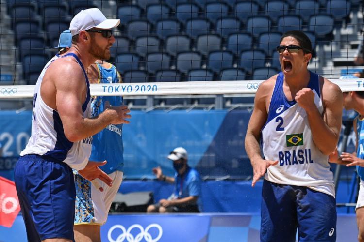 A dupla venceu por 2 sets a 0 (21/16 e 21/17)   Foto: Angela Weiss   AFP - Foto: Angela Weiss   AFP