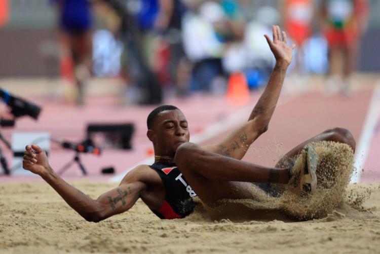 O saltador Andwuelle Wright (foto) e a corredora dos 400m com barreiras Sparkle Ann McKnight foram levados para um hotel, onde cumprirão quarentena | Foto: Getty Images for IAAF - Foto: Getty Images for IAAF