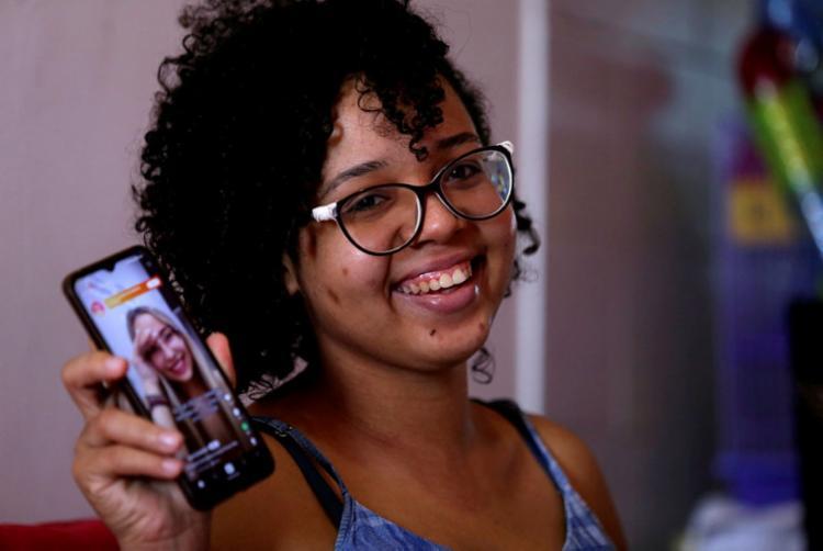 Agatha recorreu aos aplicativos para conseguir um ganho extra | Foto: Adilton Venegeroles | Ag. A TARDE - Foto: Adilton Venegeroles | Ag. A TARDE