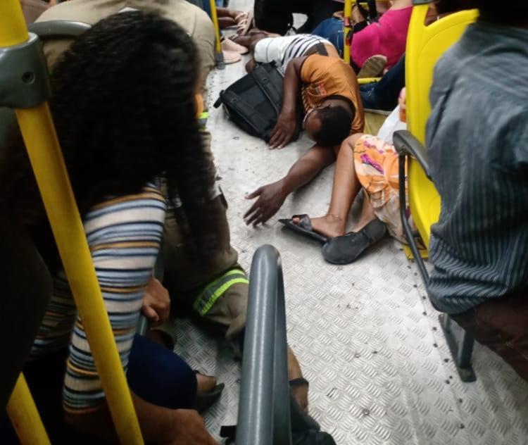 Em apenas dois dias, sete pessoas foram baleadas em assaltos a ônibus na capital baiana  Foto: Reprodução / Redes Sociais - Foto: Reprodução / Redes Sociais