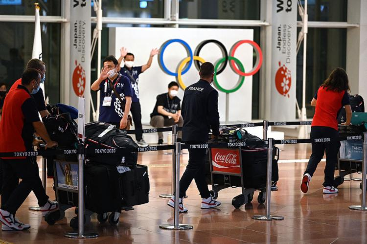 As atletas começaram a chegar ao Japão para os Jogos Olímpicos, que tem início no próximo dia 23| Foto: Kazuhiro Nogi | AFP - Foto: Kazuhiro Nogi | AFP