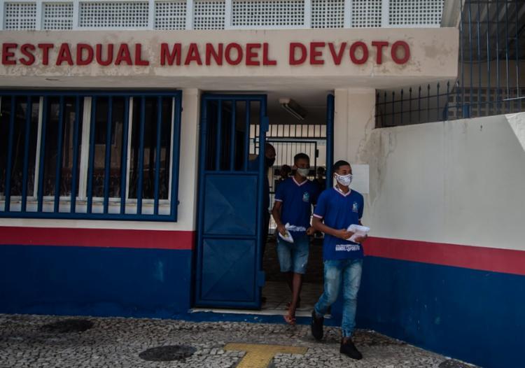 No Manoel Devoto alguns alunos compareceram apenas para pegar o fardamento | Felipe iruatã/Ag a tarde
