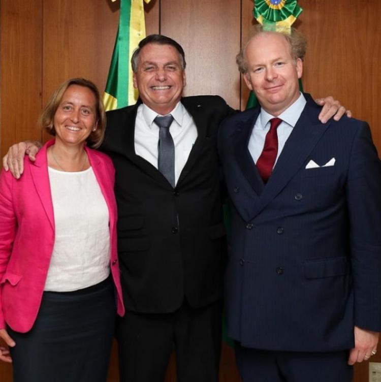 Bolsonaro pousou para foto com a deputada alemã Beatrix von Storch - Foto: Reprodução