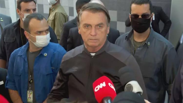 Presidente deu entrevista (sem máscara) logo após receber alta do hospítal em que estava internado - Foto: Reprodução | CNN Brasil