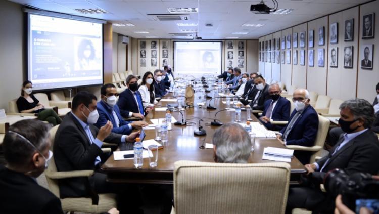 Prefeito e outros gestores foram à Brasília para defender um aporte de R$ 5 bilhões para sustentar a gratuidade dos idosos   Foto: Divulgação - Foto: Divulgação