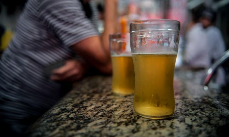 Estudo listou sete cânceres cujo risco é aumentado pelo consumo de álcool: boca, faringe, laringe, esôfago, colorretal, fígado e mama em mulheres | Foto: Arquivo | Agência Brasil - Foto: Arquivo | Ag. Brasil