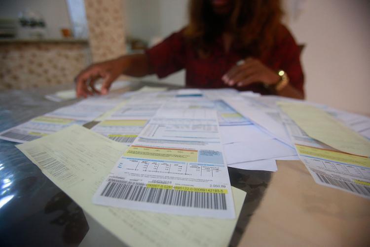 É sempre mais fácil passar a conta para o consumidor através das bandeiras tarifárias | Foto: Luciano Carcará | Ag. A TARDE | 20.4.17 - Foto: Luciano Carcará | Ag. A TARDE | 20.4.17