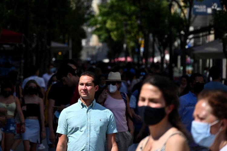 A incidência acumulada é de 204 casos por 100 mil habitantes nos últimos 14 dias | Foto: Gabriel Bouys | AFP - Foto: Gabriel Bouys | AFP