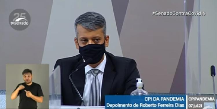 Roberto Ferreira Dias foi exonerado do cargo de diretor de logística do Ministério da Saúde após denúncia de que teria oferecido propina na compra de vacinas - Foto: Reprodução: TV Senado