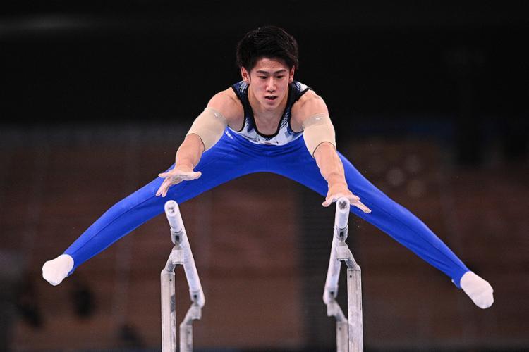O japonês levou a medalha de ouro do individual geral na ginástica artística   Foto: Martin Bureau   AFP - Foto: Martin Bureau   AFP