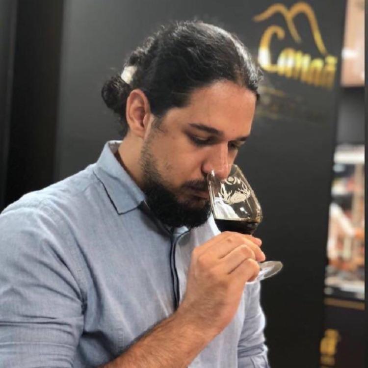 O beer somellier Daniel Morais lamentou a designação dada para quem tenta escolher vacina: 'Esse não é o trabalho de um sommelier'