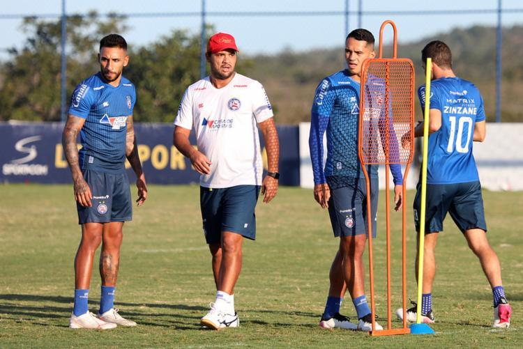 Lateral Renan Guedes e volante Lucas Araújo podem ser titulares contra o Flamengo