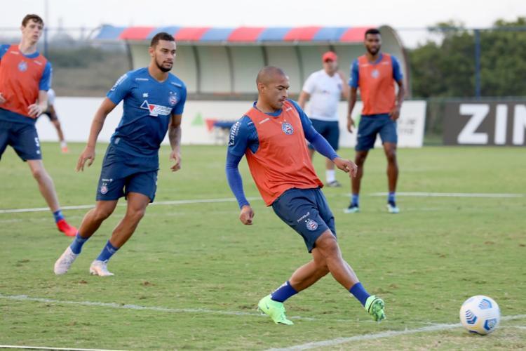 Durante o treino, foram feitos ajustes no posicionamento e construção de jogadas | Foto: Felipe Oliveira | EC Bahia - Foto: Felipe Oliveira | EC Bahia