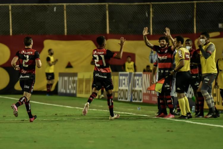 Com um golaço de falta, o camisa 21 foi o responsável pelo empate rubro-negro contra o Goiás | Foto: Pietro Carpi | EC Vitória - Foto: Pietro Carpi | EC Vitória