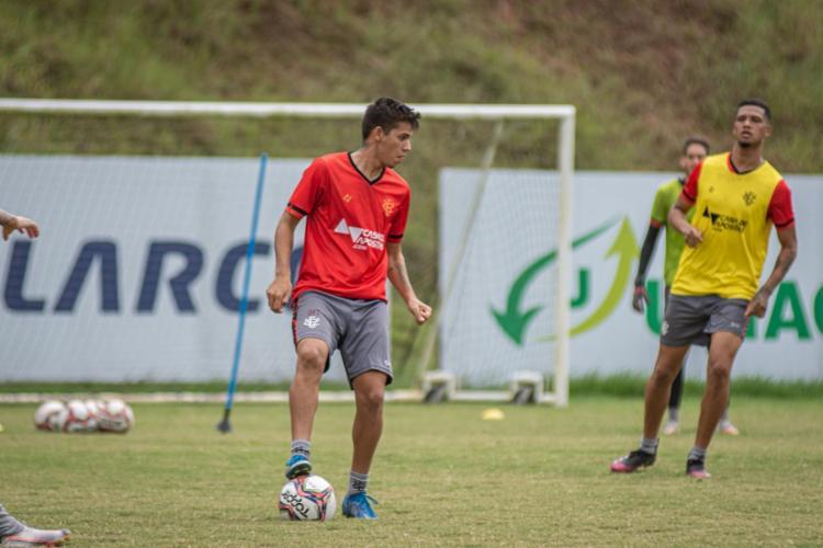 Eduardo (centro) ganha sequência no time titular do Vitória | Foto: Pietro Carpi | EC Vitória - Foto: Pietro Carpi | EC Vitória