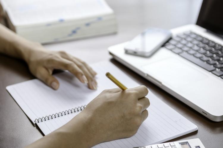 Os termos que passaram a ser usados habitualmente integram a lista. - Foto: Divulgação