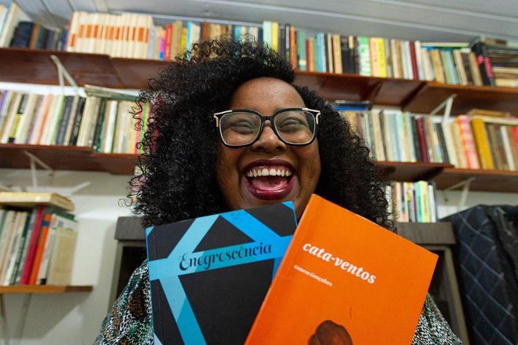 A escritora Gonesa Gonçalves, 33, criou com dois colegas o coletivo Enegrescência | Foto: Moisés A. Neuma | Agência Mural - Foto: Moisés A. Neuma | Agência Mural