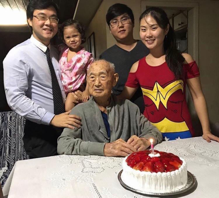 A família Shimizu, fundadora do restaurante Sukyiaki, no aniversário de 100 anos do fundador do local, o japonês Kyuji Shimizu | Foto: Reprodução | Arquivo Pessoal - Foto: Reprodução | Arquivo Pessoal