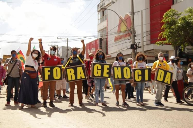 Pessoas saíram em manifestação pelas ruas do centro de Feira de Santana | Foto: Divulgação