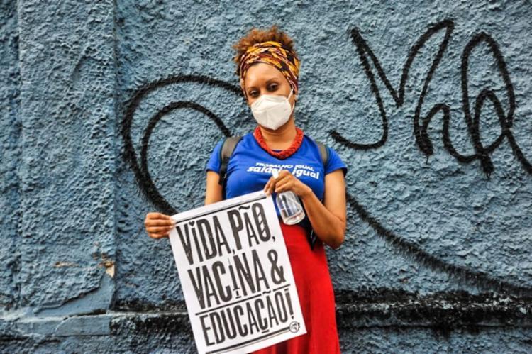 Manifestantes cobram vacinação para toda população | Foto: Felipe Iruatã | Ag. A TARDE