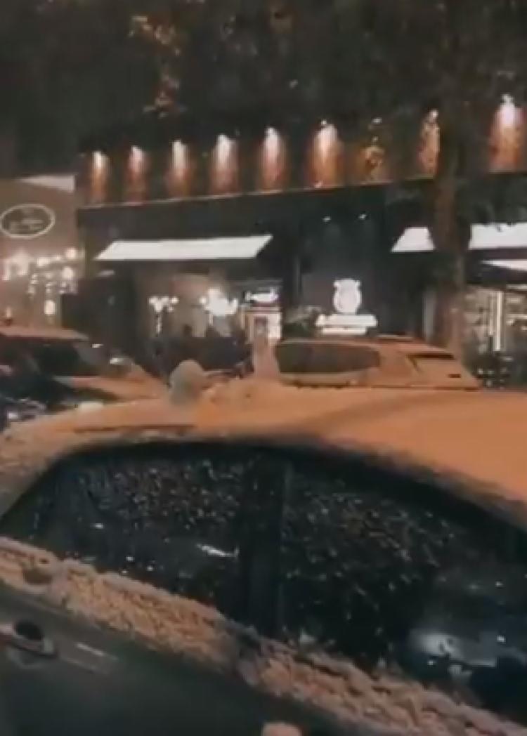 A neve, causada por uma onda de ar frio, já era esperada e as temperaturas devem cair mais ainda | Foto: Reprodução | Twitter - Foto: Reprodução | Twitter
