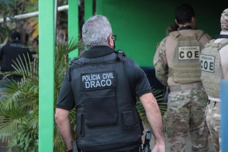 Homens foram presos durante a terceira fase da Operação Aerarium, que investiga ataques a instituições financeiras na Bahia - Foto: SSP