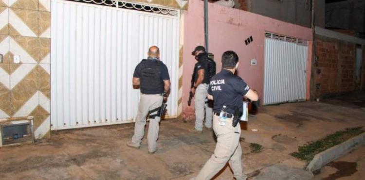 Cinco suspeitos, incluindo policiais militares e empresários, foram presos após diligências em municípios do oeste baiano - Foto: SSP