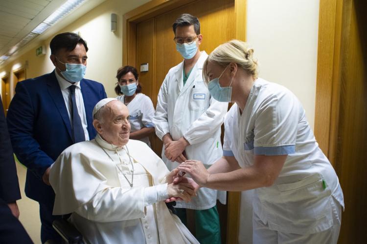 Papa está internado há uma semana após ser submetido a uma cirurgia intestinal | Foto: Vatican Media | AFP - Foto: Vatican Media | AFP