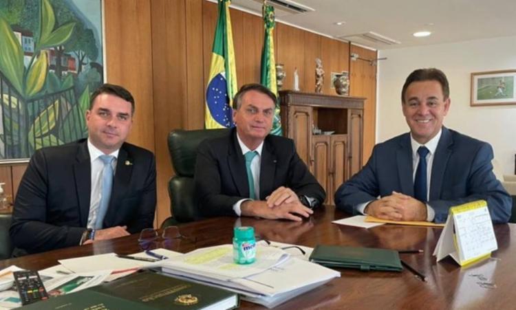 O senador Flávio Bolsonaro (RJ), filho mais velho do mandatário brasileiro, assinou a ficha de filiação no final de maio deste ano. - Foto: Divulgação