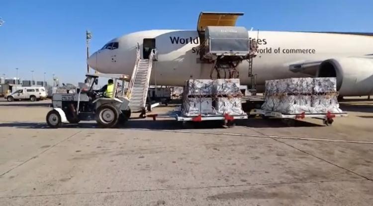 Avião com 1 milhão de doses chegou ao Aeroporto de Viracopos (SP) nesta manhã; Outro lote é esperado pela parte da tarde - Foto: Polícia Federal