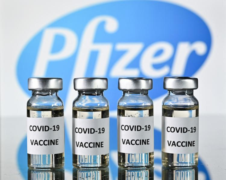 Um teste em andamento mostra que uma terceira dose aumenta os níveis de anticorpos de cinco a dez vezes   Foto: Justin Tallis   AFP - Foto: Justin Tallis   AFP