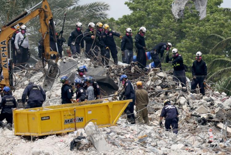 Apenas um sobrevivente, um adolescente, foi retirado dos escombros nas primeiras horas das operações de resgate   Foto: Joe Raedle   Getty Images via AFP - Foto: Joe Raedle   Getty Images via AFP