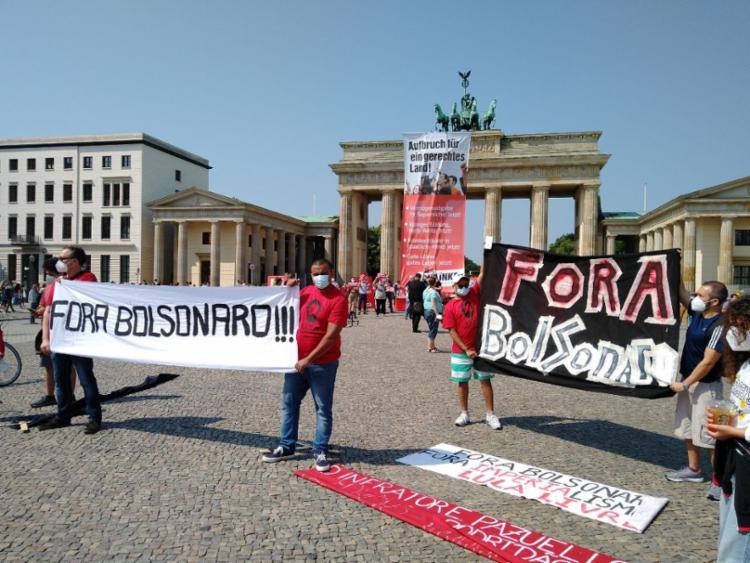 Manifestação contra Bolsonaro registrada em Berlim, na Alemanha | Foto: Reprodução/Twitter - Foto: Reprodução/Twitter