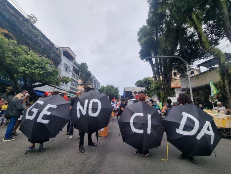 Em Salvador, o protesto teve início por volta das 10h30 no Campo Grande e segue até a Praça Municipal   Foto: Afonso Florence / Instagram - Foto: Afonso Florence / Instagram