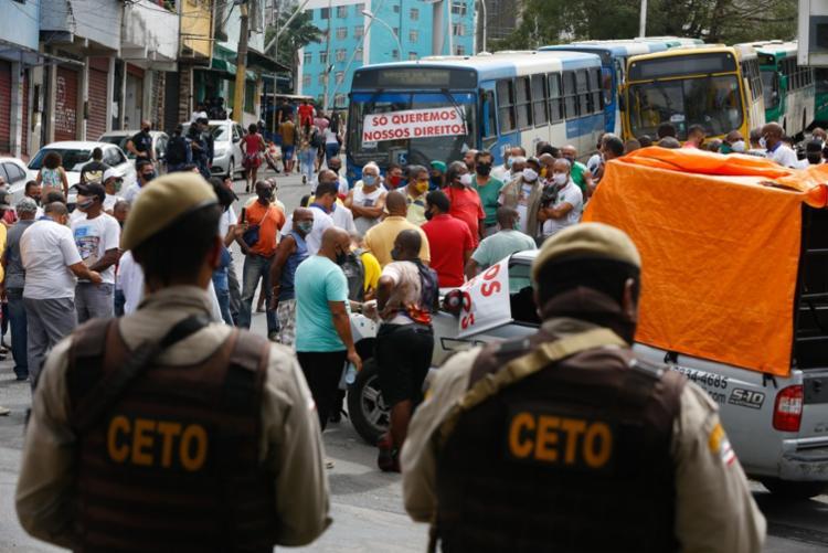Profissionais interditaram acesso à Estação da Lapa | Foto: Rafael Martins | Ag. A TARDE - Foto: Rafael Martins | Ag. A TARDE